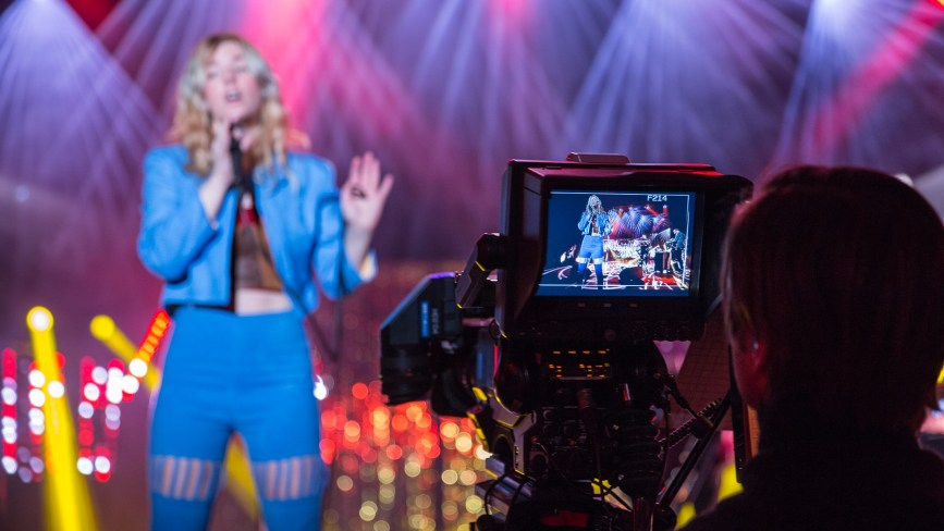 Mari synger (Foto: Jørgen Klüver, NRK P3)