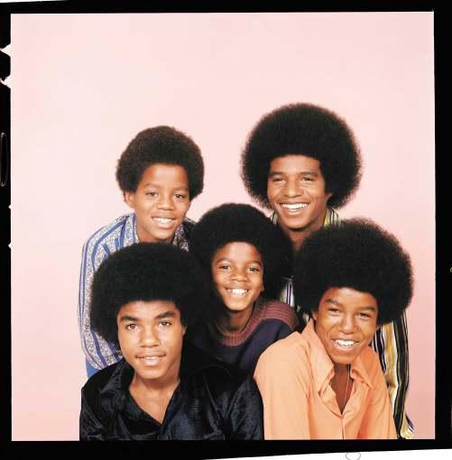 Michael Jackson i 1972 sammen med brødrene Tito, Marlon, Jackie og Jermaine i Jackson Five. Foto: AP