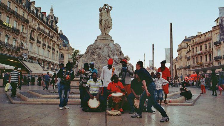 Godtfolk i Montpellier. Foto: William Glandberger, Fill In Productions