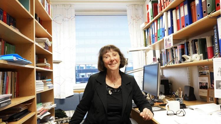 På dette lille kontoret på Blindern gjør Ruth Vatvedt Fjeld dypdykk i banneord og språkets tabuer. Foto: Synne Eggum Myrvang,