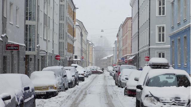 Snøfylte gater i Oslo (Foto: Berit Roald/Scanpix)
