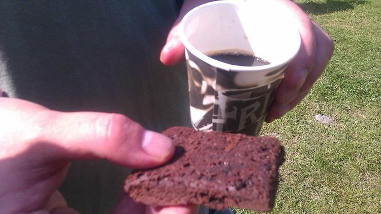Du tror kanskje at Pølse holder browniens bakside opp? Nei, den var lik på begge sider. (Foto: Brød)