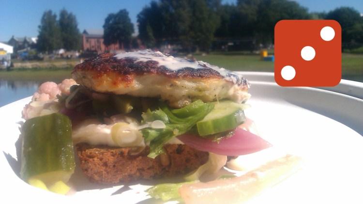Fiskeburger på rugbrød. (Foto: Brød)