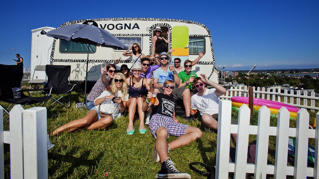 Festivalsjefen for Malakoff håper på å kunne lage VIP-område med de gjennglemte campingvognene. Her er P3vogna på Slottsfjell. (Foto: Kim Erlandsen, NRK P3)