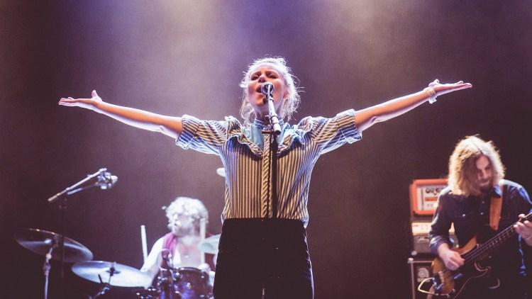 Billie Van er headliner på Urørtscenen torsdag kveld. Her er hun under årets by:Larm. (Foto: Kim Erlandsen, NRK P3).