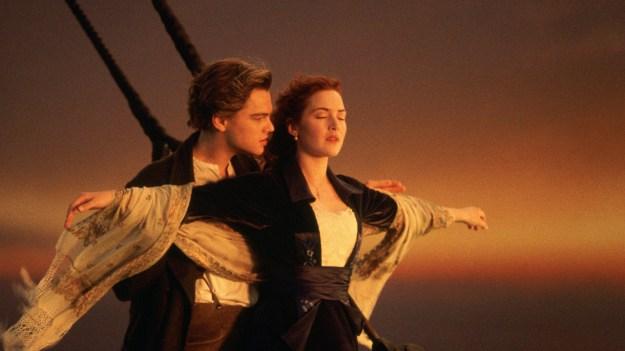"""Jack (Leonardo DiCaprio) og Rose (Kate Winslet) """"flyr"""" i Titanic (Foto: 20th Century Fox)."""
