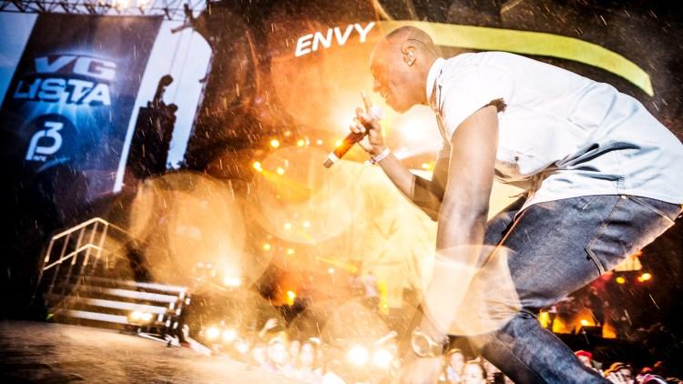 Vinz fra Nico & Vinz avbildet under VG-lista Topp 20. Foto: Tom Øverlie, NRK P3