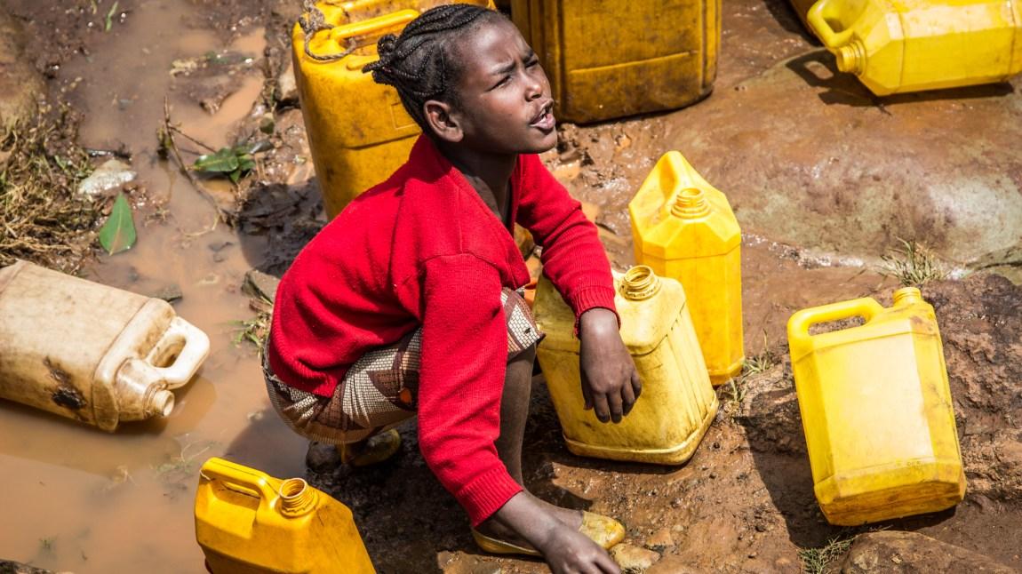 Dette brune, forurensede vannet er livsgrunnlaget til altfor mange mennesker. (Foto: Hilina Abede)