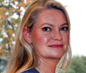 Ingrid Sønstebø forteller at det å ha en forelder som ruser seg er en stor belastning for barn. (Foto: Knut Brendhagen, NRK)