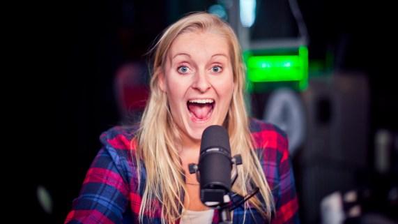 Hurra!! Tuva jubler for at P3s lyttere samlet inn en million norske kroner. (Foto: Tom Øverlie, NRK P3).