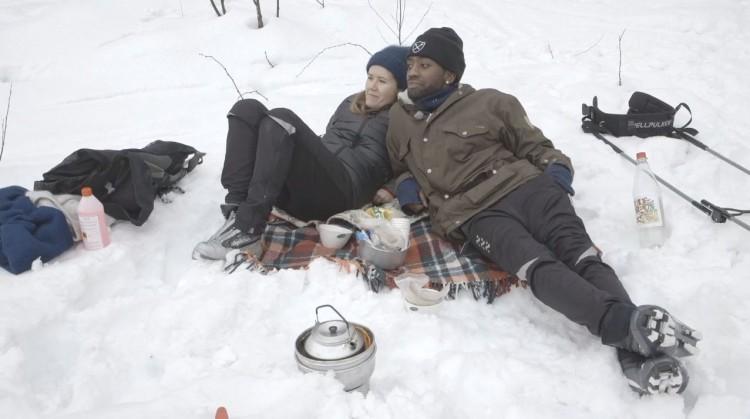 Kvikklunsjen satt løst da Live tok med Arif på skitur i marka. (Foto: Skjermdump, NRK nett-tv)