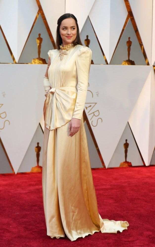 Dakota Johnson med kjole fra Gucci med lange ermer. Foto: REUTERS/NTB Scanpix