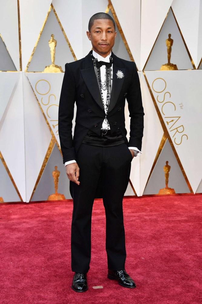 Pharrell Williams presenterte seg som Chanell-Pharrell, siden han så og si var kledd i Chanell fra topp til tå. Foto: AFP