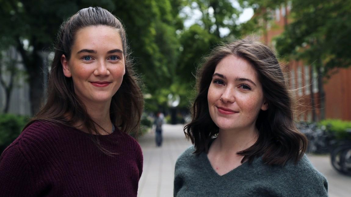 Maren Rotmo (26) og Isabelle Aimee Gabarro (24) deler sine råd med nye studenter. Foto: Kjersti Havdal, NRK P3