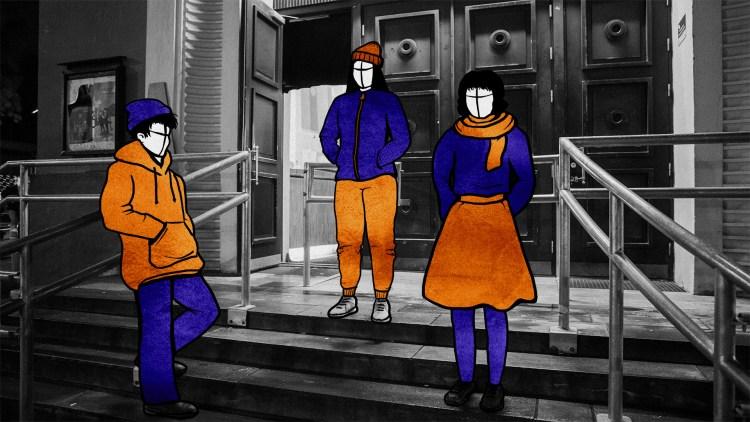 Illustrasjon: Her er tre studenter, kledd i høstklær som lue, skjerf og tykkere jakker, plassert ved hovedinngangen til Studentersamfunnet i Trondheim.