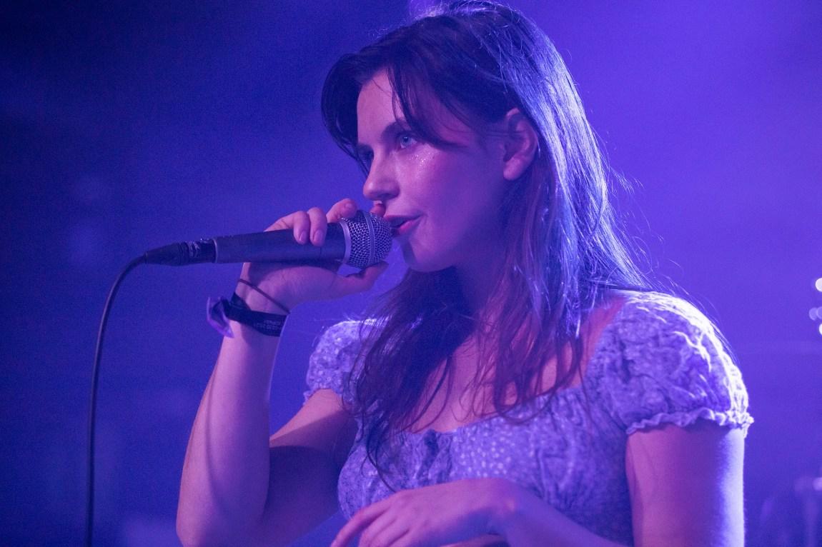 Et bilde av Rebmoe på scenen