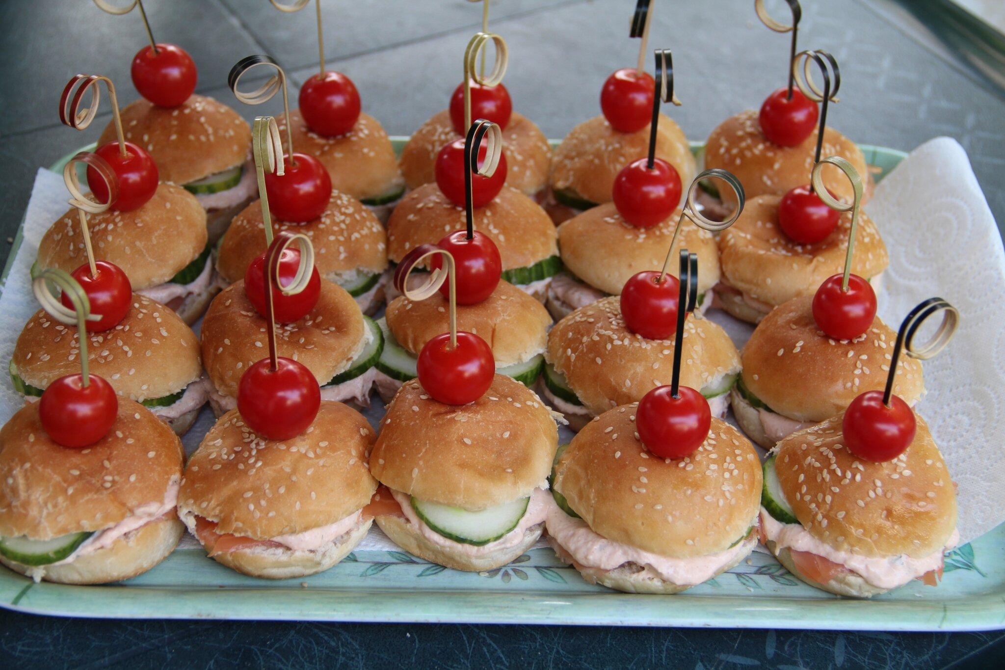 mini hamburgers au saumon du jardin
