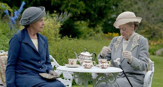 Downton-Abbey-Christmas-Special-Isobel-Violet-Tea