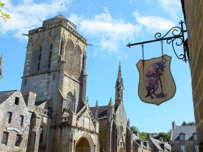 locronan-bretagne-finistere-touristique-boutiques-specialité-bretonnes-authentique-village-de-caractere-chocolatier-hortensias-chouans-monuments-historiques (1)