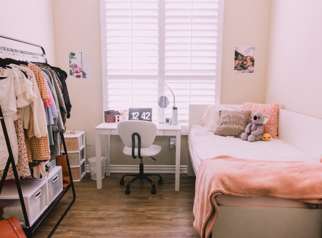 Small Bedroom Decor Ideas And Helpful Space Saving Hacks