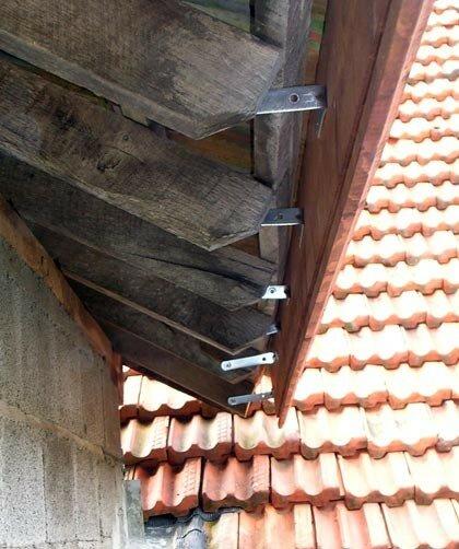 Pose Des Planches De Rive Cache Moineaux A La Boheme Renovation D Une Grange
