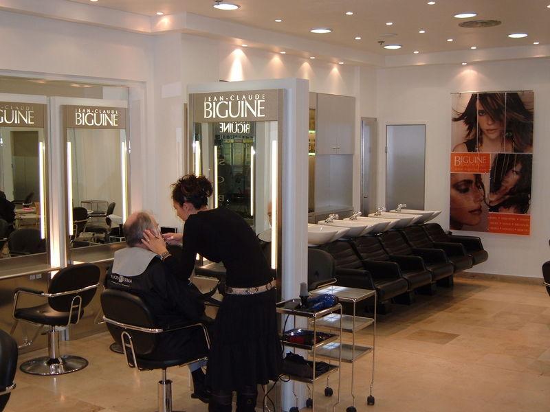 Agencement Dun Salon De Coiffure Provence Bois