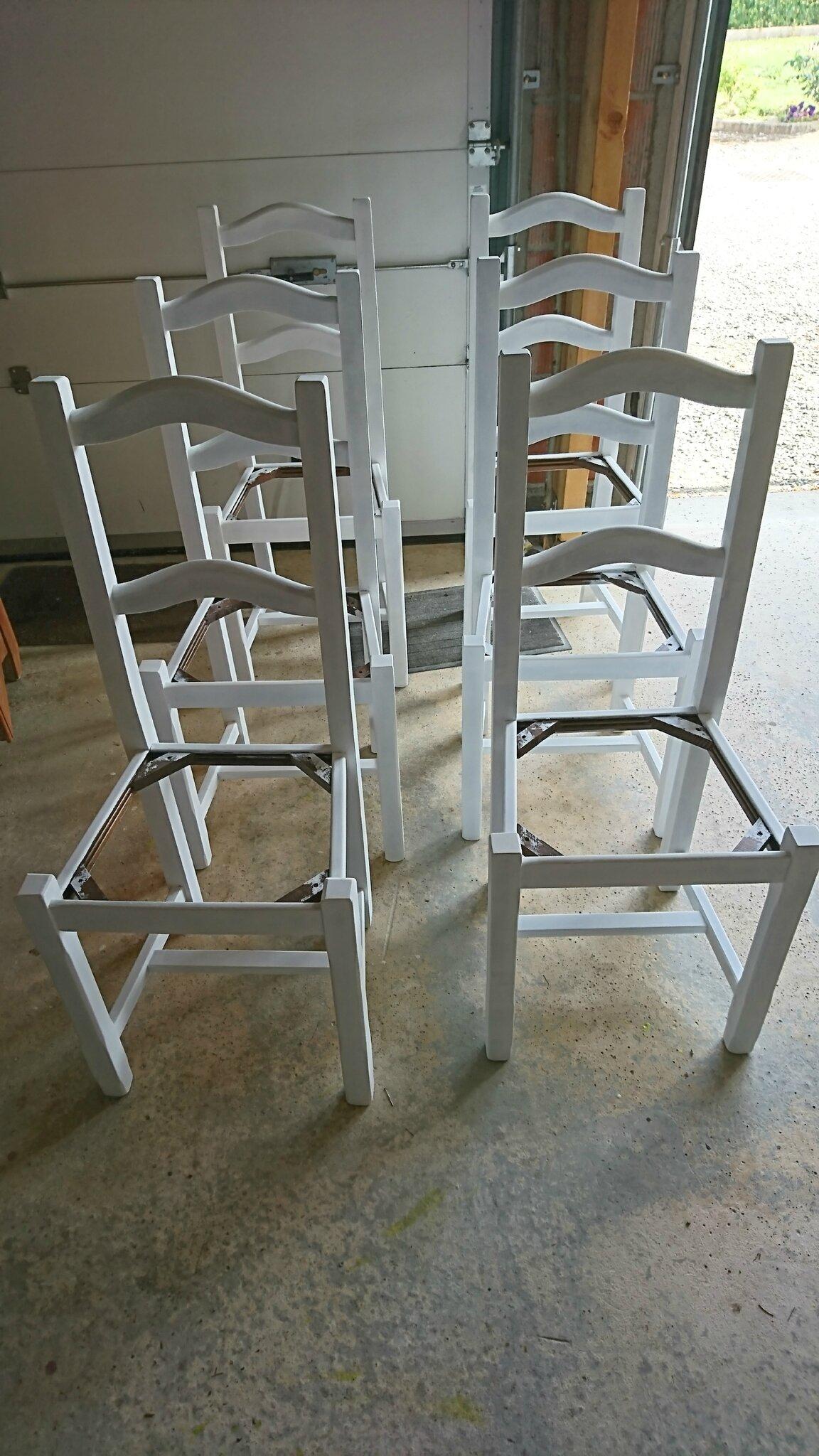 moderniser une chaise en paille chez