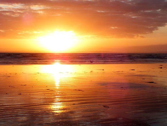 plage-sainte-anne-la-palud-finistere-baie-douarnenez-bretagne-atlantique-vagues-pipit-char-a-voile-coucher-soleil-mouettes (8)