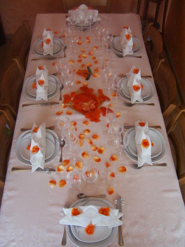 Table En Blanc Et Orange Photo De Art De La Table