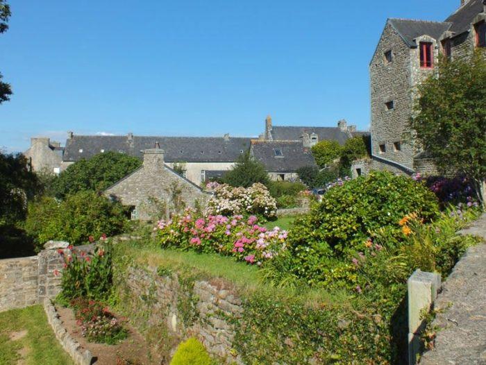 locronan-bretagne-finistere-touristique-boutiques-specialité-bretonnes-authentique-village-de-caractere-chocolatier-hortensias-chouans-monuments-historiques (15)