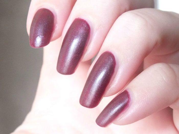 ruby-ribbon-revlon-nail-polish-mat-matte-rouge-lie-de-vin-vampire-gothique-velours-manucure-vernis-a-ongles-test-revue-swatch (3)