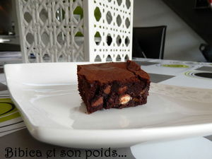 Brownie_fondant_aux_3_p_pites_de_chocolat_coupe