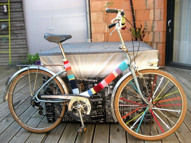 yarn bombing velo knit