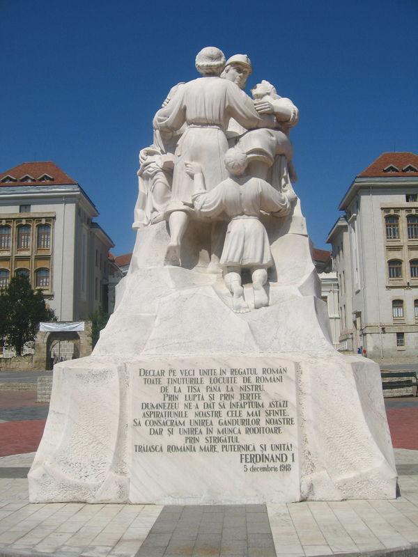 Imagini pentru Monumentul Unirii din Iași