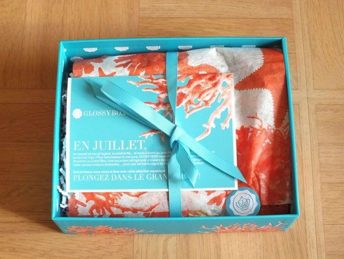 glossybox-juillet-2013-jeanne-en-provence-shampoing-sec-batiste-vernis-opi-gloss-lollipops-beauty-bird-active-foot-gel- (2)