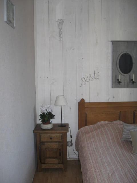 Voici Ma Chambre Le Mur Du Fond Est En Planches Un Air