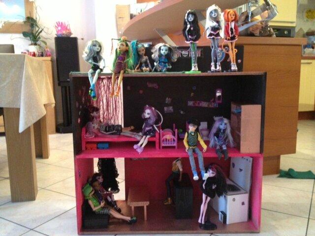 Maison Monster High Et Meubles Bois Les Fes Des Ides