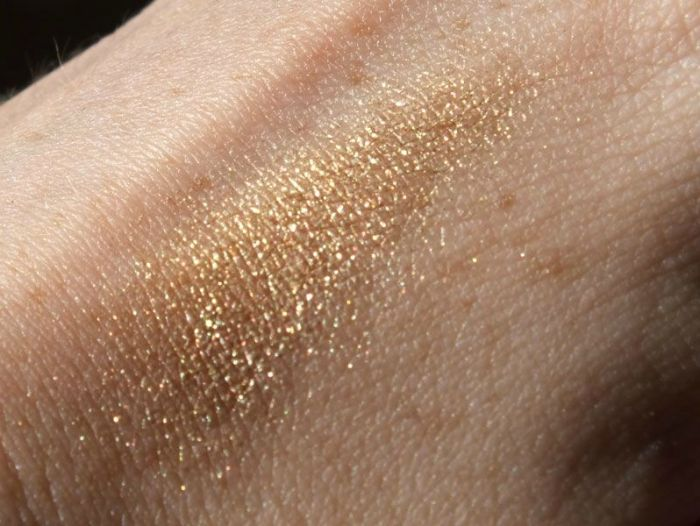 long-lasting-lustrous-eyeshadow-elf-eyeslipsface-toast-swatch-test-revue-tenue-maquillage-makeup-gamme-studio-yeux (4)