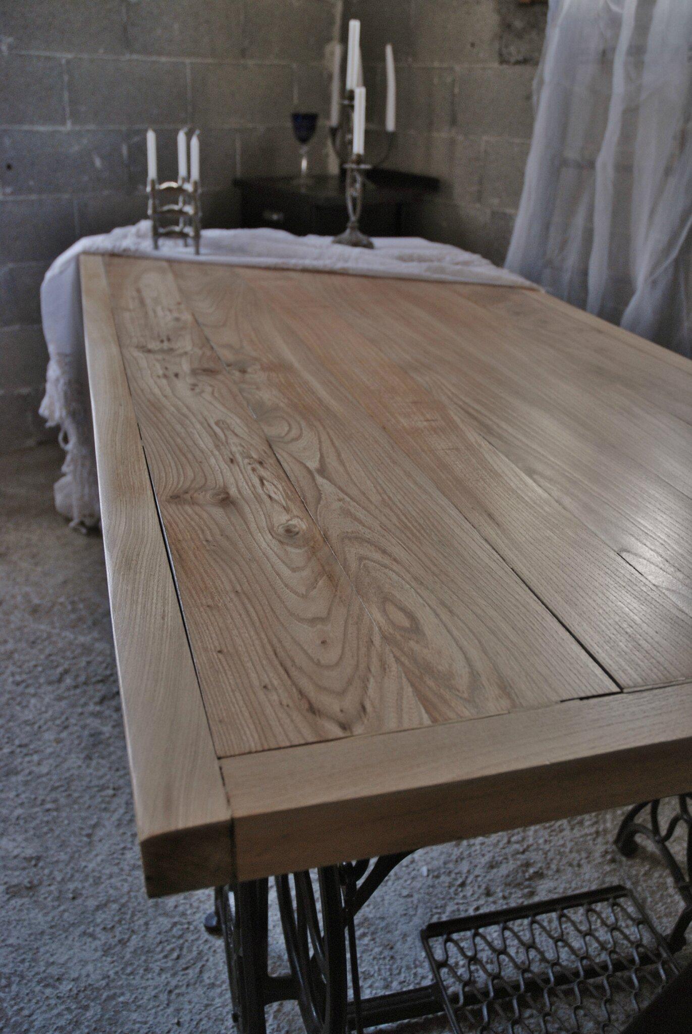 Table Industrielle En Orme Massif Vendue Atelier Vintage