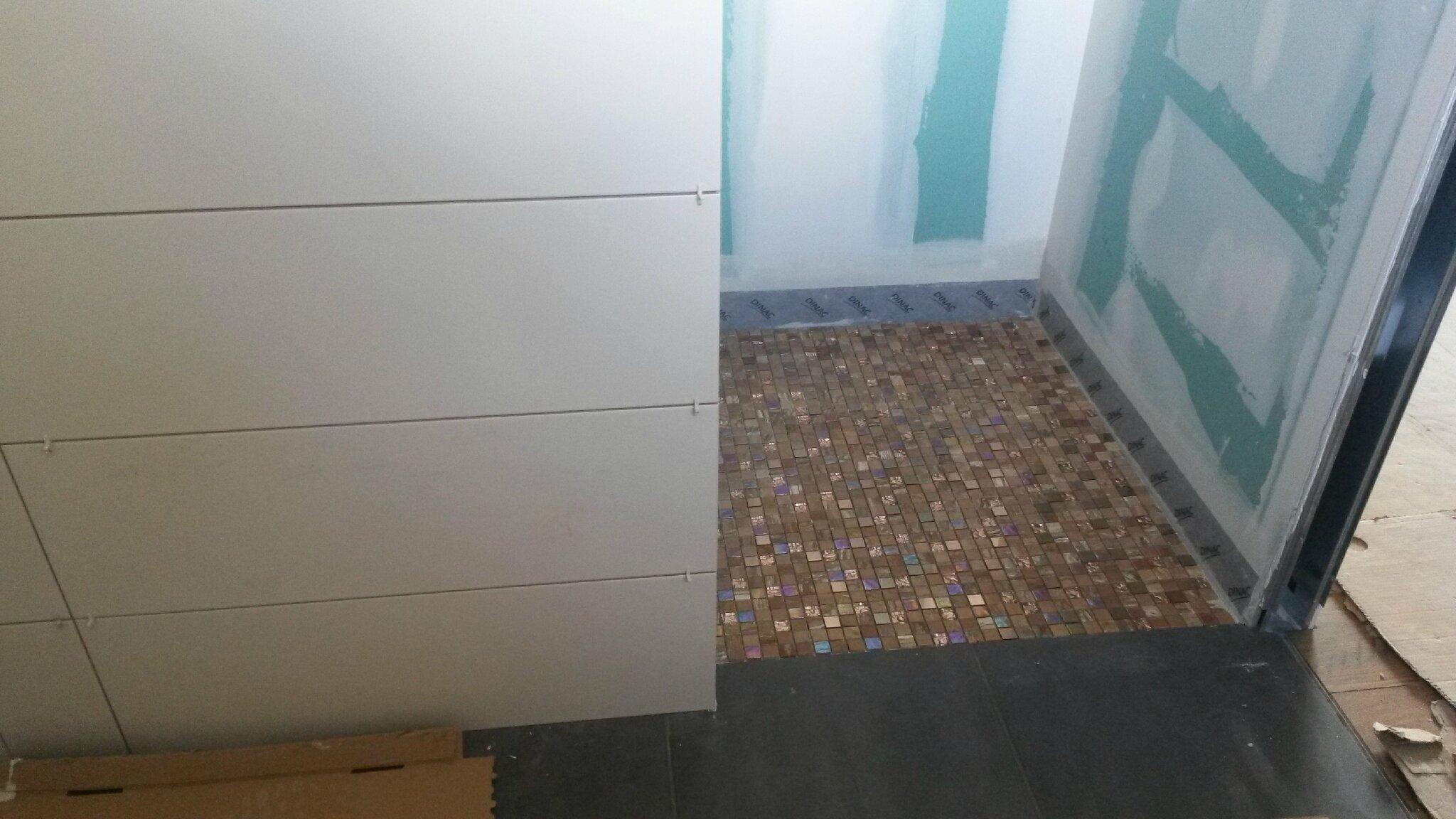 les salles de bain prennent forme