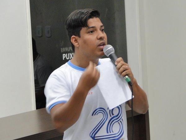Anderson fez parte do Lar da Criança Vicentina e hoje é um dos músicos mais requisitados em shows da cidade.