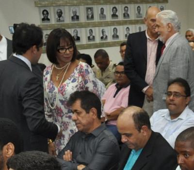 Prefeitos atuais, prefeitos eleitos, vices, vereadores e muitas autoridades presentes,mas Luiz de Deus...(Foto: Carlos Alexandre/pa4.com.br)