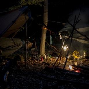 Man tror det er løgn, men her er det total mørke. Alligevel laver den et fantastisk lys i lejren!
