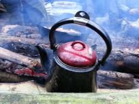 Morgenkaffen står og brygger i en Bon-Fire kaffekande