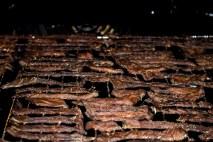 Sådan ser din Beef Jerky ud efter godt 2 timer i ovnen. Husk at placere den midt i ovnen og vend risten halvvejs i processen.