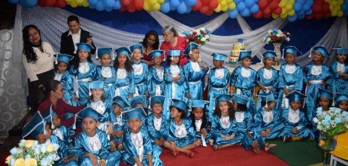 Escola Municipal Pequeno Príncipe realizou a formatura do ABC