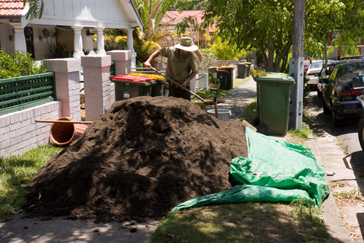 DAY ONE, morning: The five cubic metre stockpile of organic growing medium blocks the Sully Street footpath.  The medium is reprocessed, composted green waste from the council green waste collection.