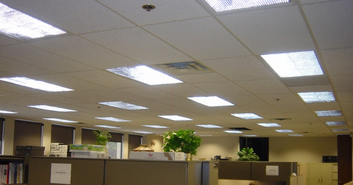 How Replace Round Fluorescent Light Bulbs