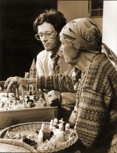 Commonweal founder Michael Lerner shares a moment with Marion Saltman at the sand tray, a Jungian healing therapy that Saltman brought to Commonweal in 1985. Photo courtesy of Commonweal.