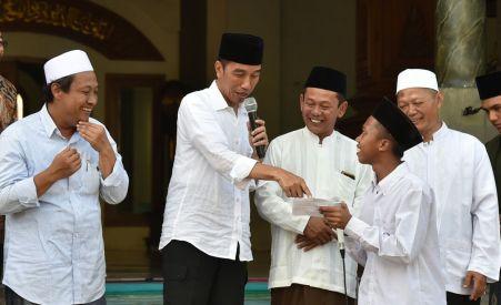 Santri Tremas usai membaca puisi tentang Jokowi.